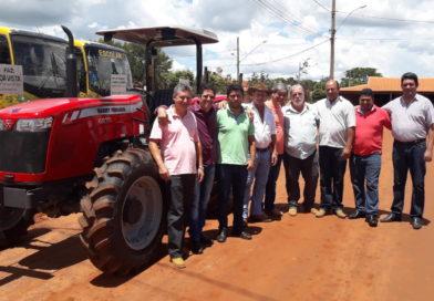 Gurinhatã recebe mais um Trator com equipamento agrícola